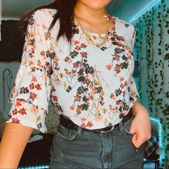 mesh floral flare sleeve top 📩